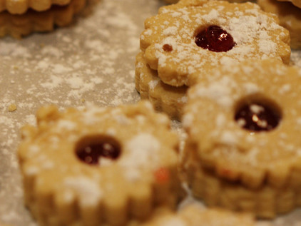 Raspberry Filled Linzer Cookies