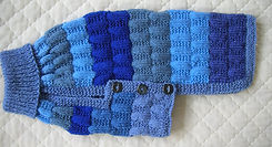 knited dog coat in blues