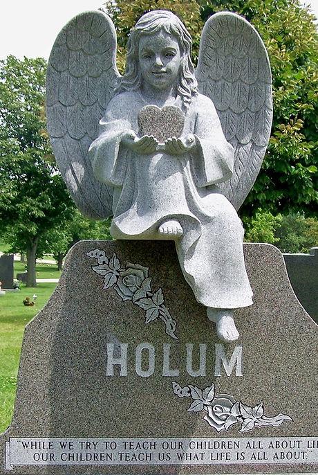 HOLUM PHOTO_edited_edited.jpg