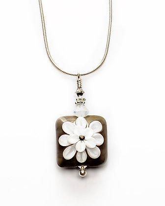 Daisy Glass Bead Necklace