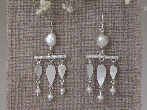 CHANDELIER EARRINGS WITH FRESHWATER PEARLS