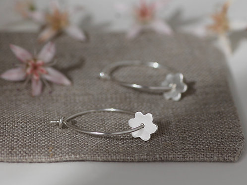 FLORA SKINNY HOOP EARRINGS