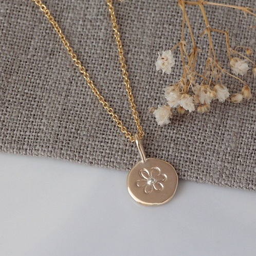 9KT GOLD FLOWER NECKLACE WITH A SILVER DOT DETAIL