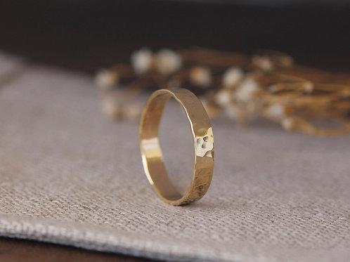 9KT GOLD LEISA HAMMERED RING