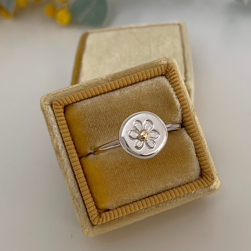 FLOWER RING WITH 9KT GOLD DETAIL