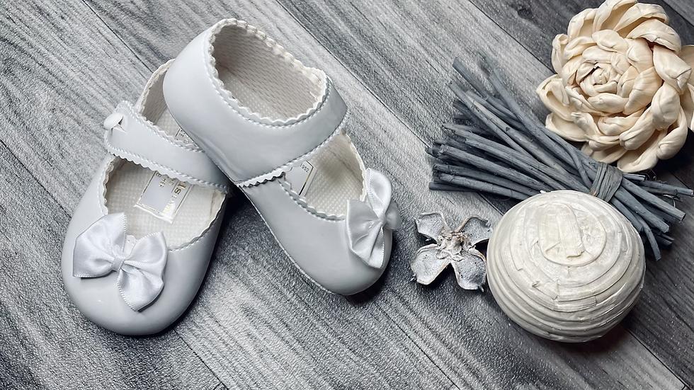 White bow Baypods - soft sole
