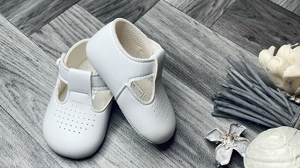 Dotted white Baypods - soft sole