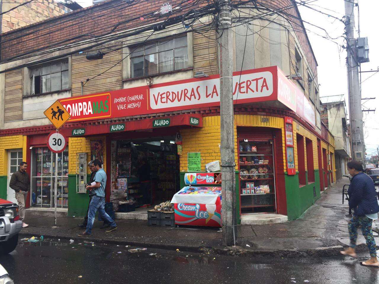 Supermercado Uriel Distrito 18