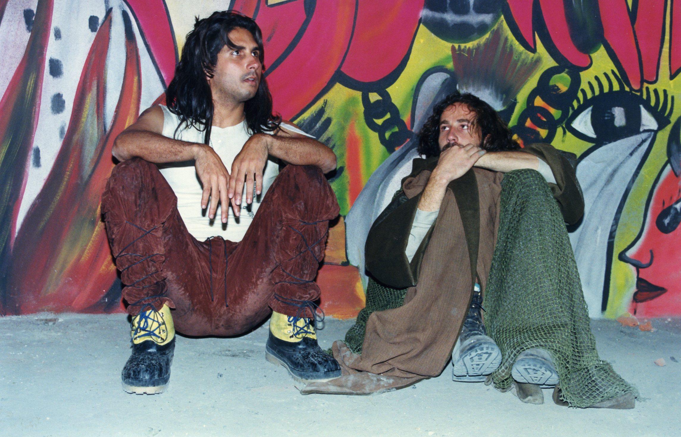 Calles de la zona con Apache y el monstruo