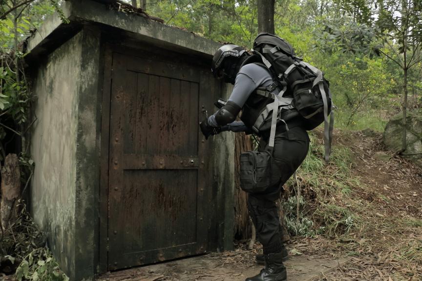 Entrada bunker- escenografía