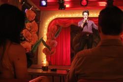 Presentador Show burdel pueblo-Montaje estudio RTI