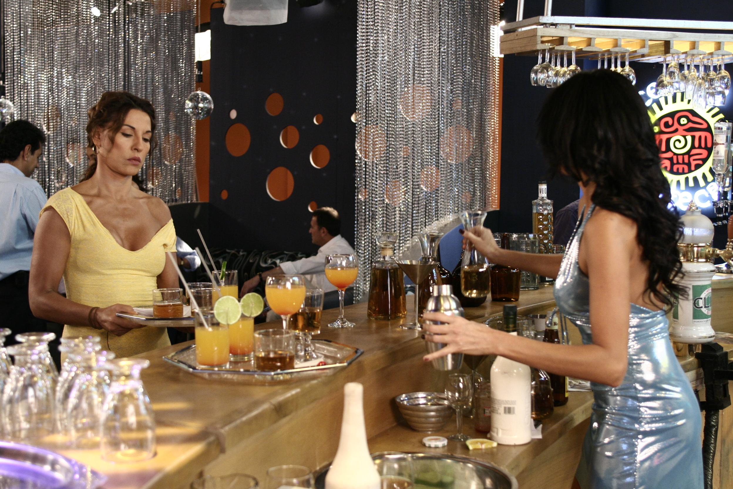 La protagonista en el bar-Estudio
