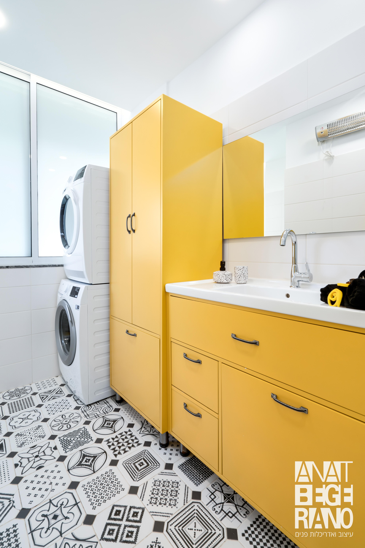 חדר רחצה צהוב