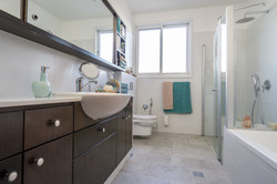 חדר רחצה שירותים