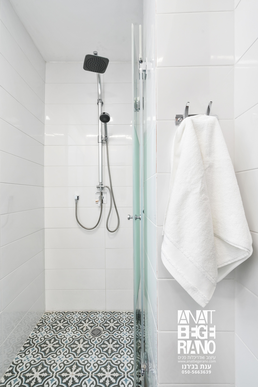 מקלחת בחדר רחצה שני