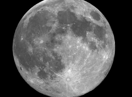 The thousand faces of the full moon
