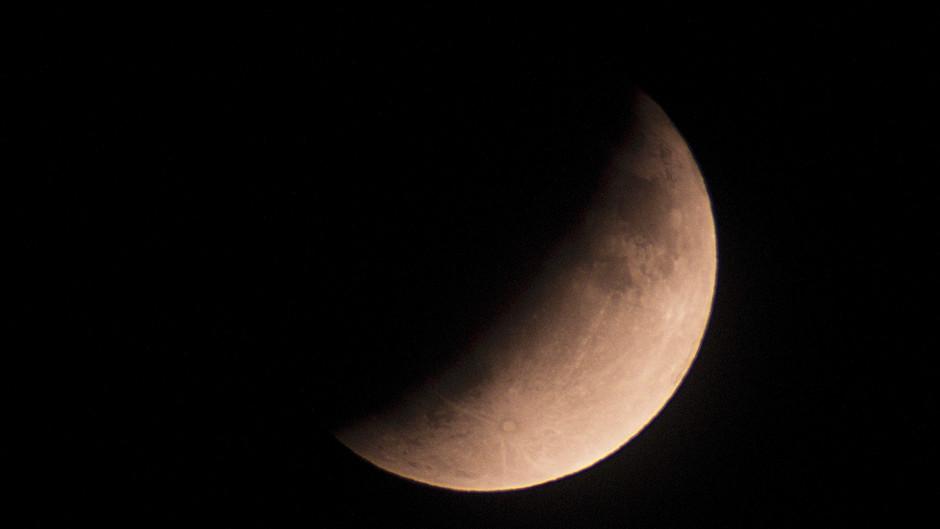 Eclipse parcial de Luna en el aniversario del Apollo 11