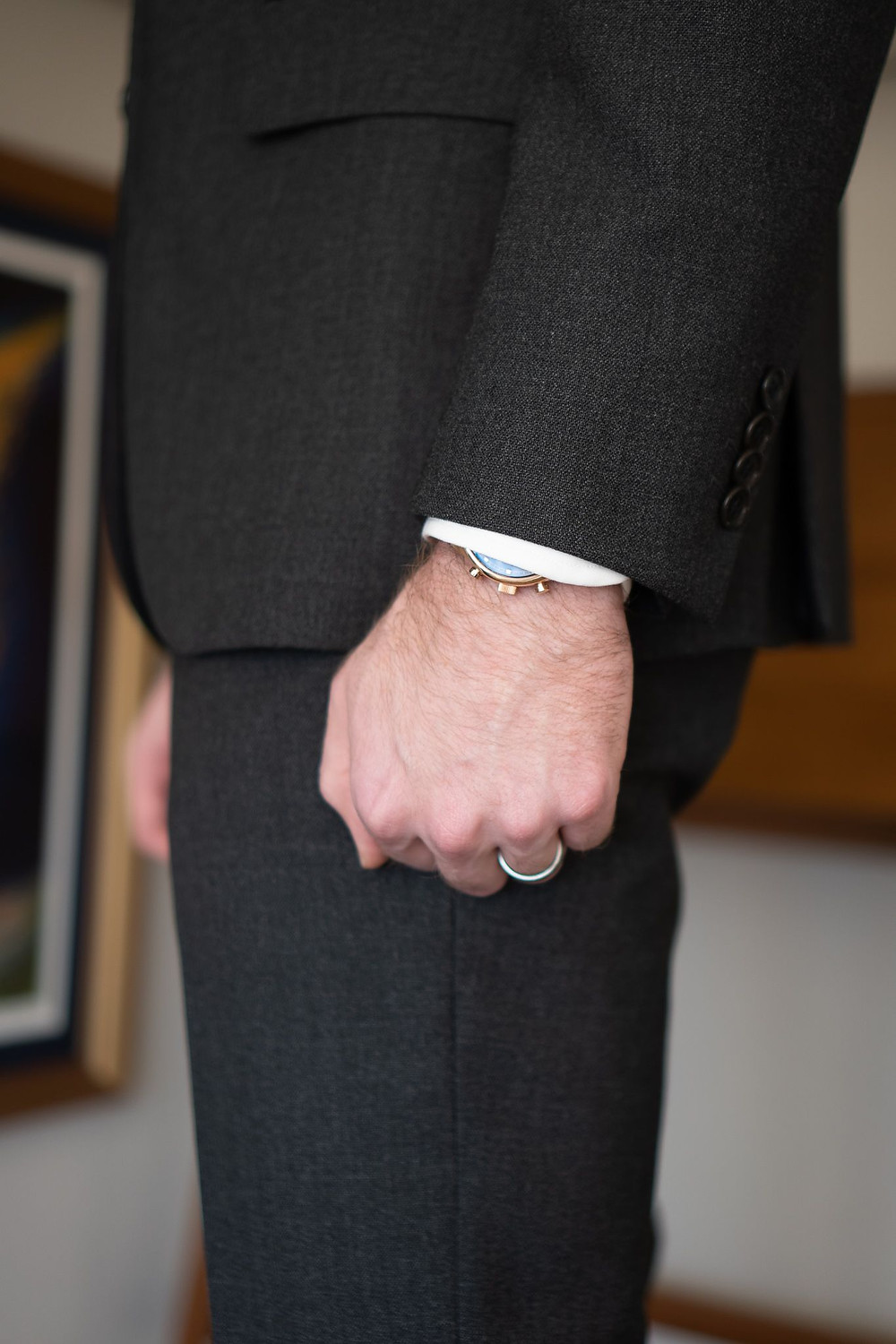 Close-up of the Cavour suit jacket length in comparison to arm length