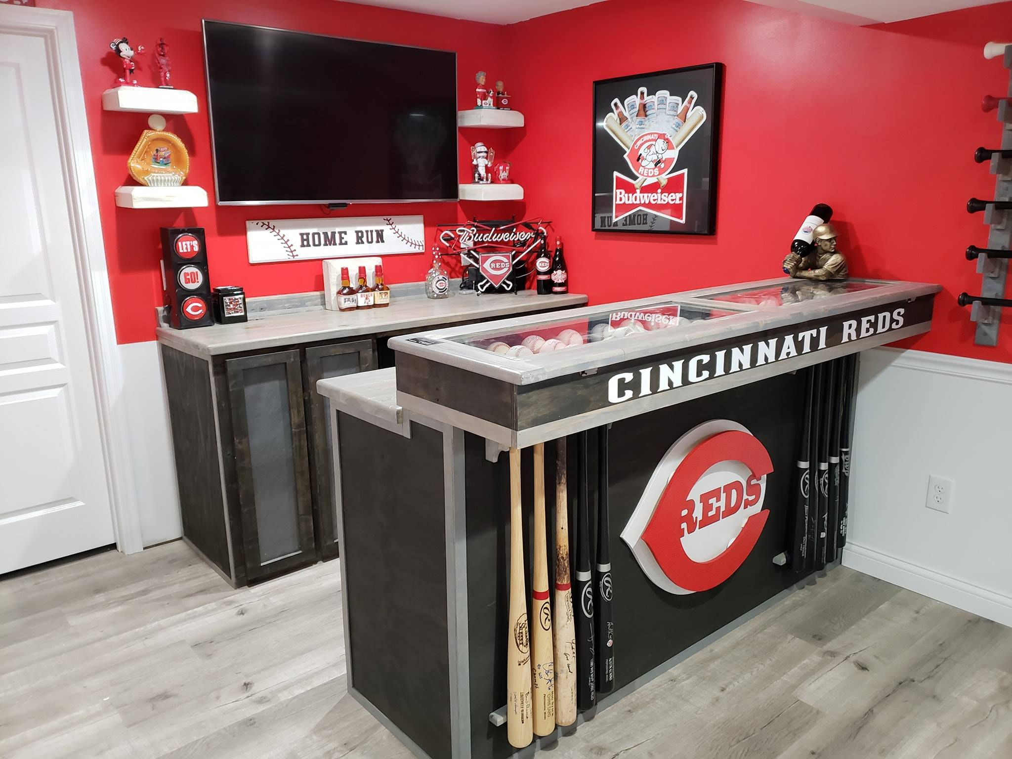 Cincinnati Reds bar (front and rear)