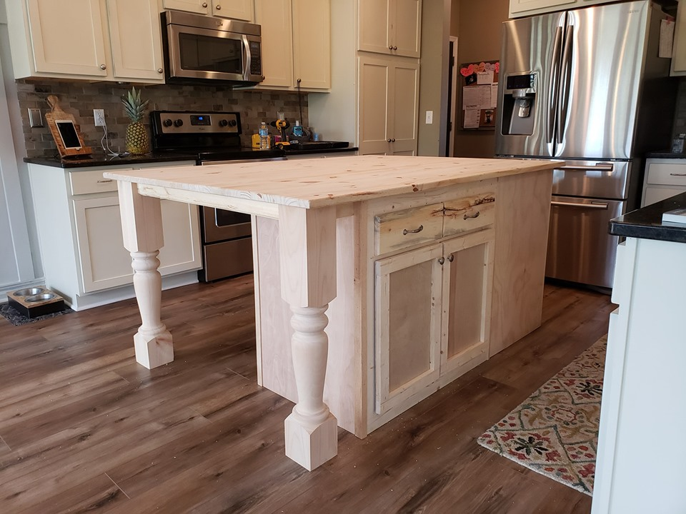 Husky Kitchen Island - 6ft