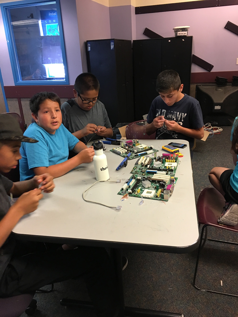 Carlos, Adrian, Elias, and Junior are making the wires to the internet