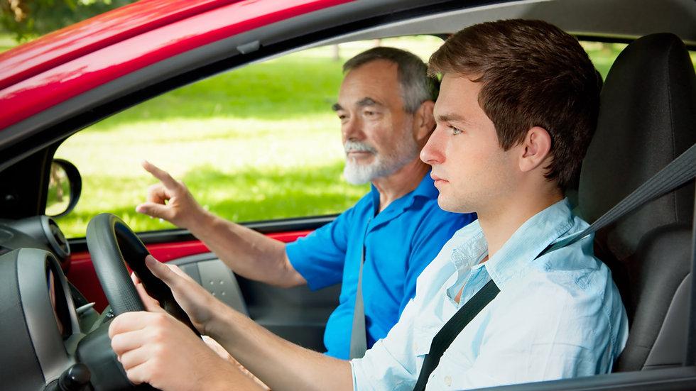 10 aulas de direção + exame e aluguel do carro