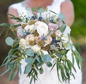 Rustic style bouqest, blue and white wedding, bridal bouqet, wedding bouquet, lush bridal bouquet