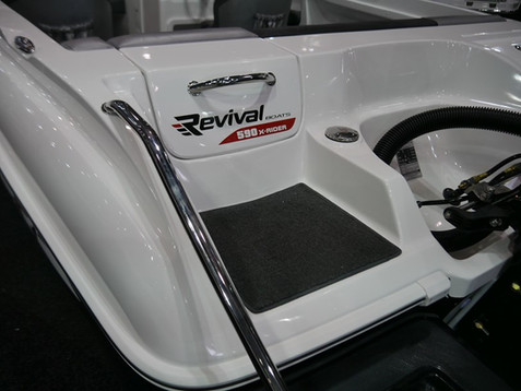 R590 X-Rider Transom Door and Step Detail