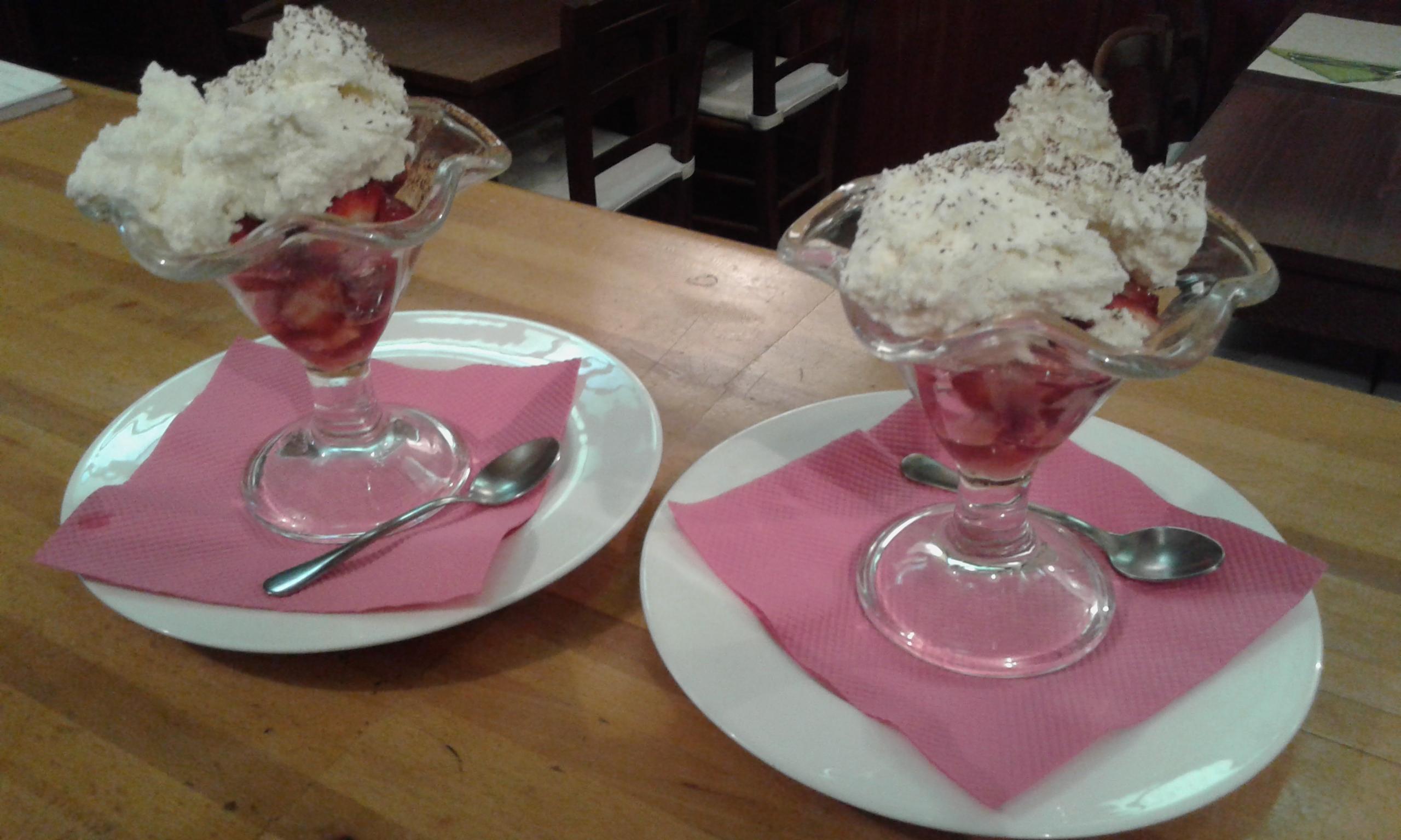 Fresas y mousse de chocolate blanco