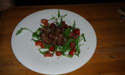 Solomillo de ternera,tomate y rùcula