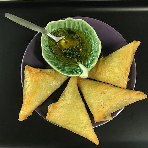 Samoussas chèvre mozzarella, sauce oignons miel poivron