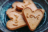 heart-shaped-cookies-on-plate-3731877.jp