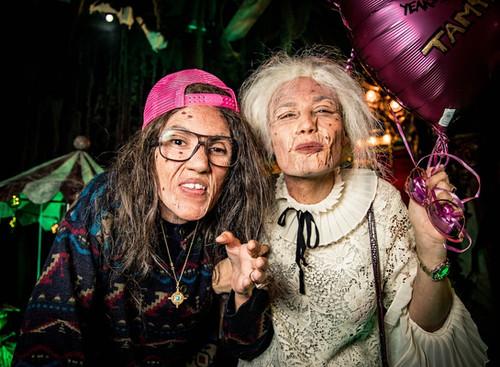 Zwei Grosis bei Hanselmann's Halloween-Party