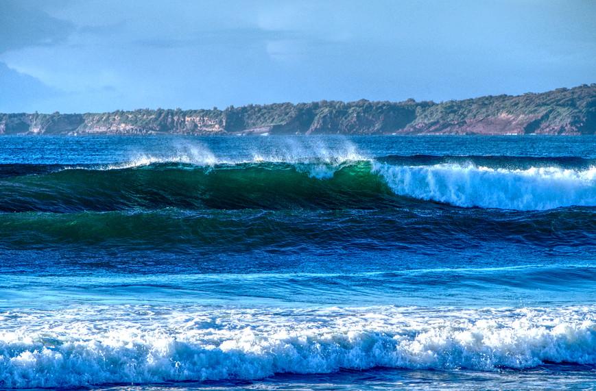 Big Waves, Main Beach