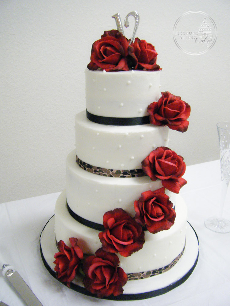 round wedding cakes with red roses wedding cake with roses camo ribbon welcome to 19339
