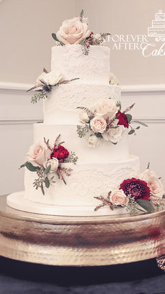 4 Wedding cake with piped lace and fresh