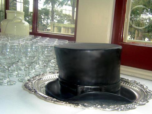 Top Hat Groom's Cake