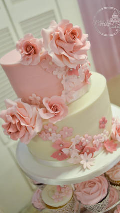 Top Tier for Pink and Rose Wedding Cupcakes