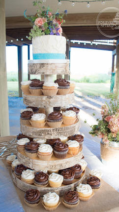 Top Tier with Sea-Glass Ribbon and Seaweed Detail for Beach Wedding Cupcakes