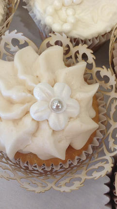 Wedding Cupcake Buttercream Flower