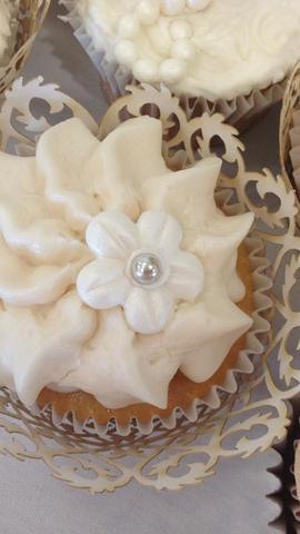 Wedding Cupcake Buttercream Flower