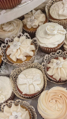 Wedding Cupcakes in Assorted Styles, bow, lace, Rose Swirl,