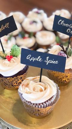 26 Woodland wedding cake and cupcakes wi