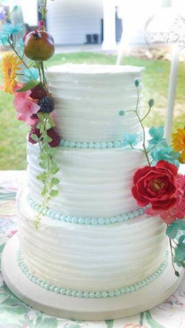 Vintage, Shabby Chic, Old Fashioned Wedding Cake