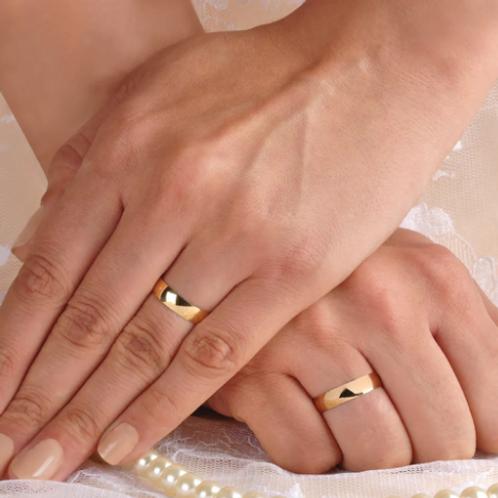 Par de Alianças de Casamento em Ouro 14K Tradicional 4,5 mm