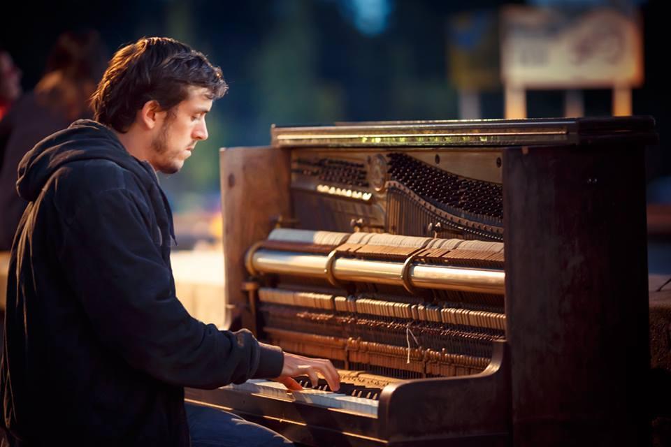piano man by the lake