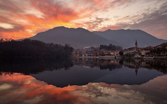 mountains-city-lake-reflection-coast-clo