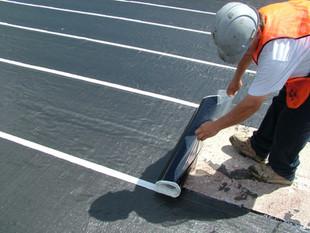 MEL-DEK™: la membrana que recibe asfalto caliente.