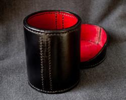 Lidded dice cup