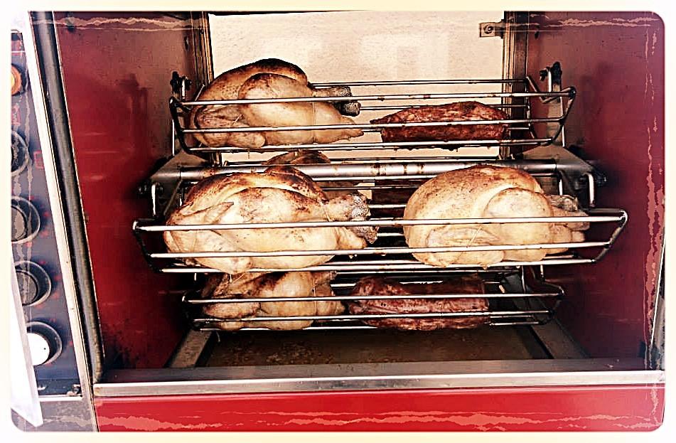 Poulets de ferme et travers de porc rôtis Les Saveurs de Saché ©Clémentine Chauveau